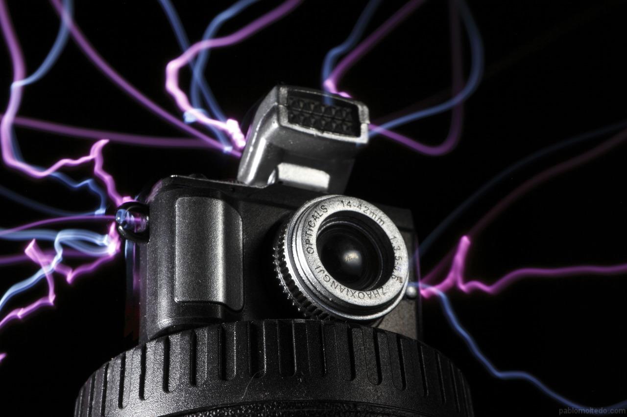 Tiny toy camera and macro lightpainting [1280x853][OS][OC]